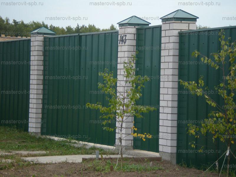 Заборы из профнастила со столбами своими руками фото