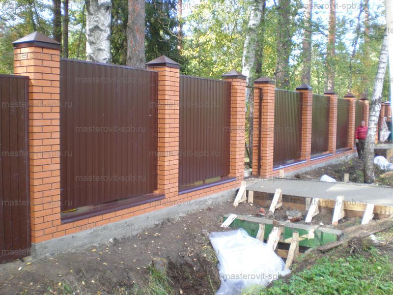 Забор из кирпича и профнастила своими руками