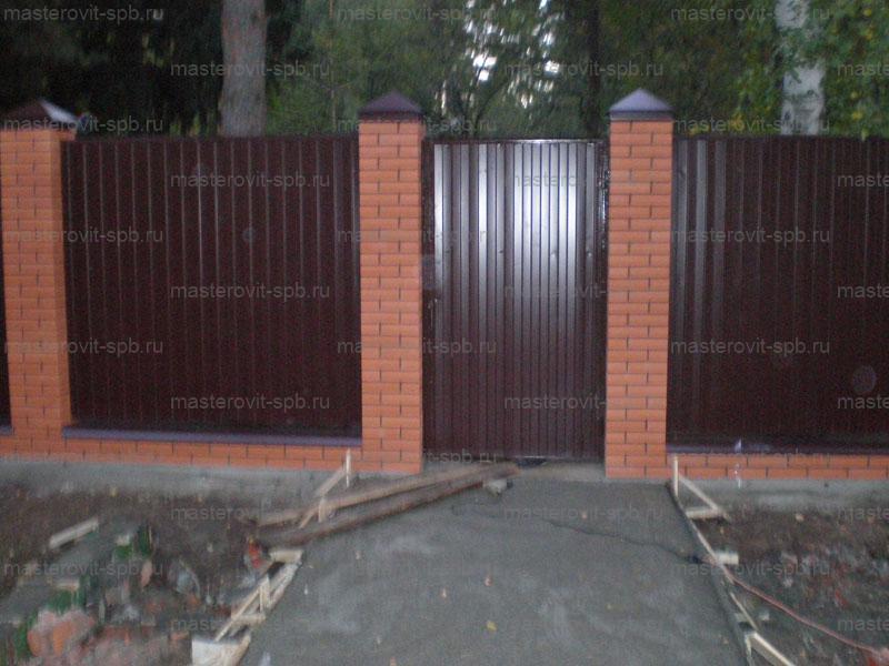 Забор из профнастила своими руками с кирпичным столбами 50